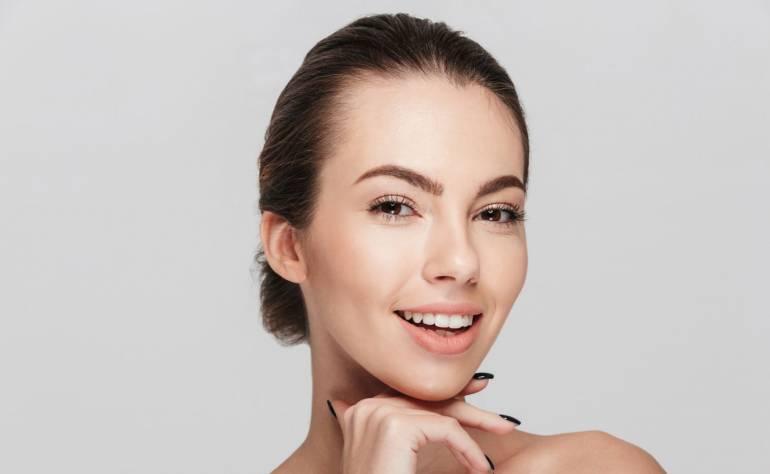 Naturalne kosmetyki do cery trądzikowej – co wybrać?